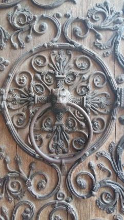 A lovely door knob somewhere in Paris